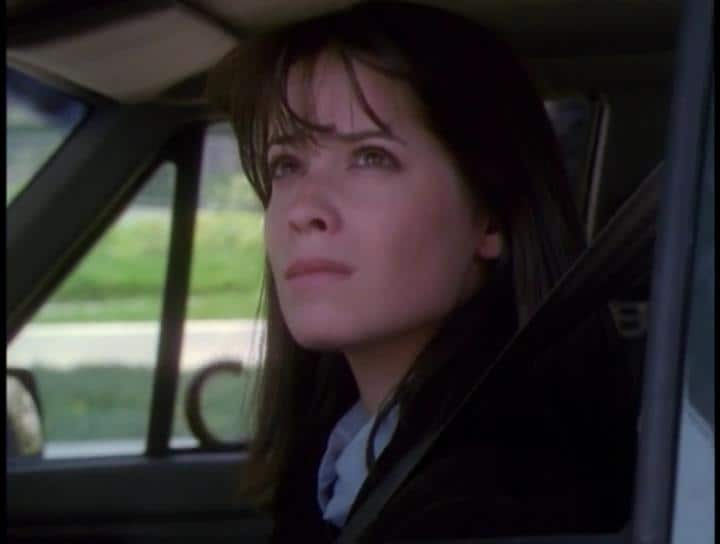 Holly Marie Combs as Piper Halliwell on Charmed Season 1 Episode 2