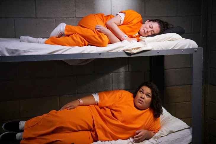 Crazy Ex Girlfriend Season 4 Episode 1 - Rachel Bloom as Rebecca and Britney Young as Nicky