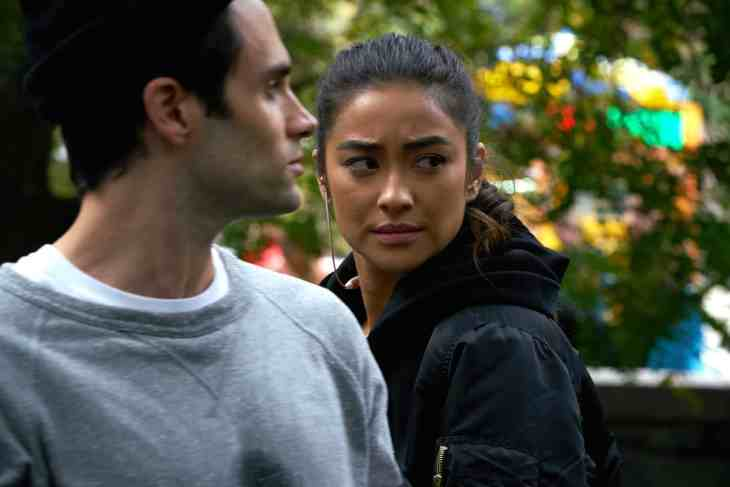 """YOU Season 1 Episode 5 """"Living With the Enemy"""" (Credit: Lifetime)"""