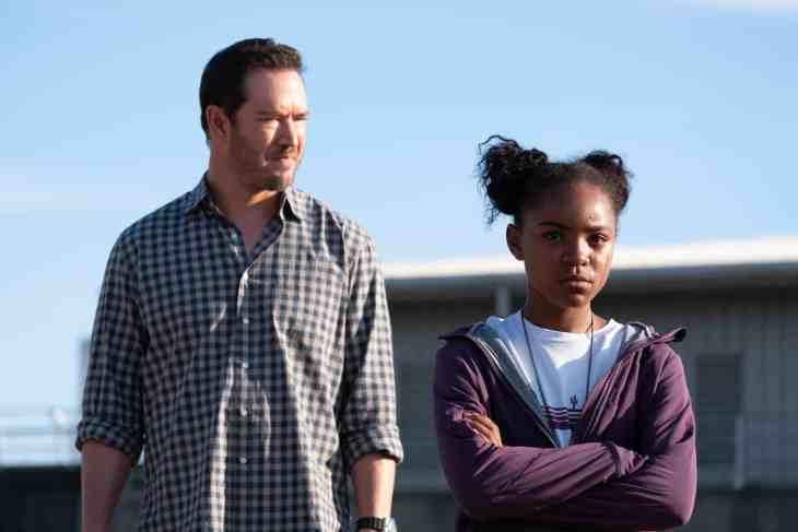 The Passage Season 1 Episode 6 - Saniyya Sidney as Amy Bellafonte and Mark-Paul Gosselaar as Brad Wolgast