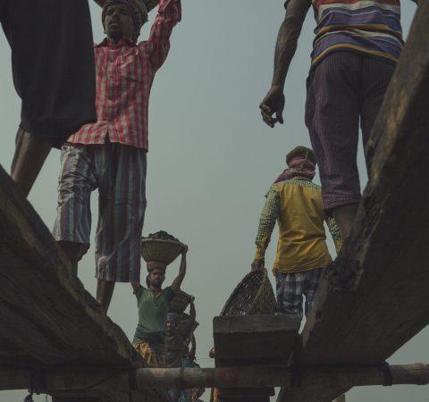 Coal workers in Bangladesh - Celia Ruiz de Castilla