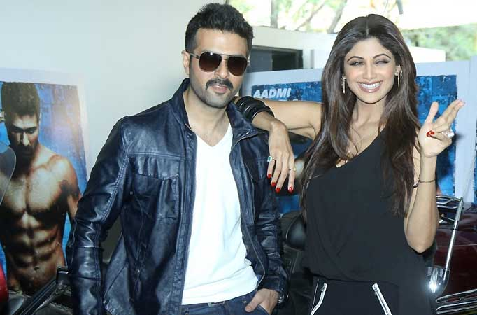 Shilpa Shetty And Harman Baweja On The Sets Of Comedy