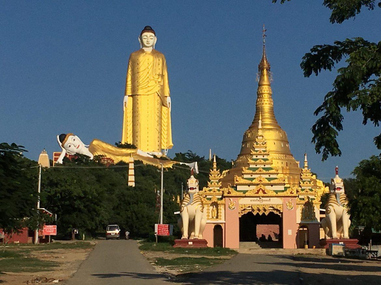 Buda de pie en Monywa