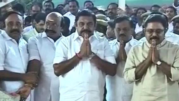 aiadmk mlas want to decide no support to palaniswamy