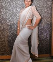 anjali-latest-stills-in-white-sari-13
