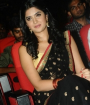 deeksha-seth-new-photo-gallery-10
