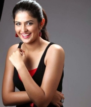 deeksha-seth-new-photo-gallery-13
