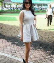 shriya-saran-mini-skirt-hot-photos-6-685x1024