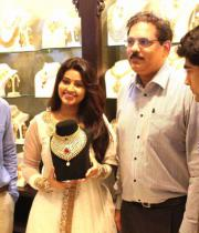 sneha-at-malabar-gold-collections-17