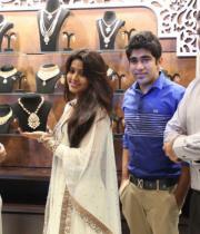 sneha-at-malabar-gold-collections-20