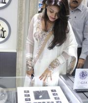 sneha-at-malabar-gold-collections-8