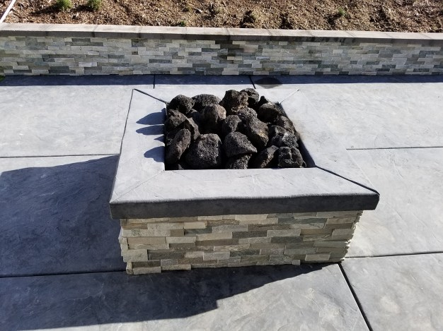 Fire pit with retaining wall and stamped concrete
