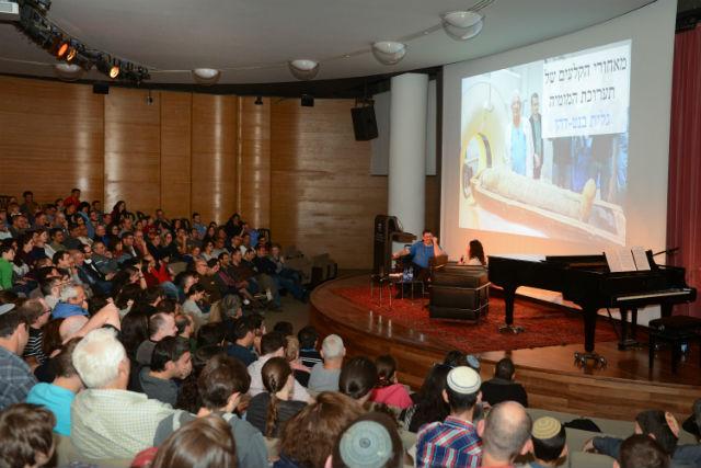 מפגש מאזינים במוזיאון ישראל - הפודקאסט עושים היסטוריה