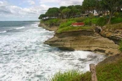 Objek wisata pantai batu hiu