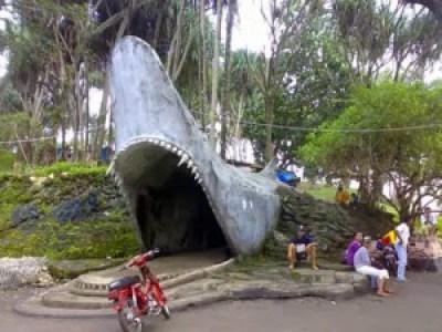 Gerbang pantai batu hiu