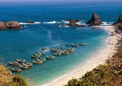 Objek wisata pantai Papuma Jember 2