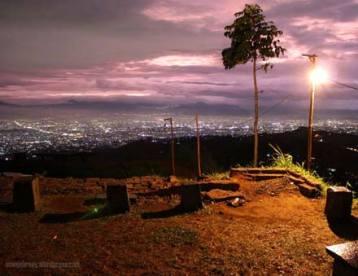 Ngabuburit di Bukit Moko Bandung