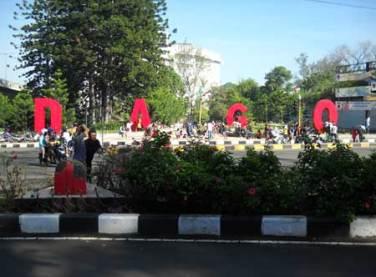 Ngabuburit di Dago Bandung