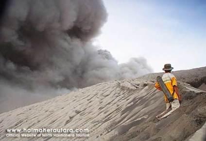 Gunung Dukono Halmahera Utara