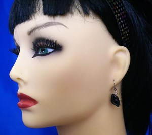Black 3D lips earrings