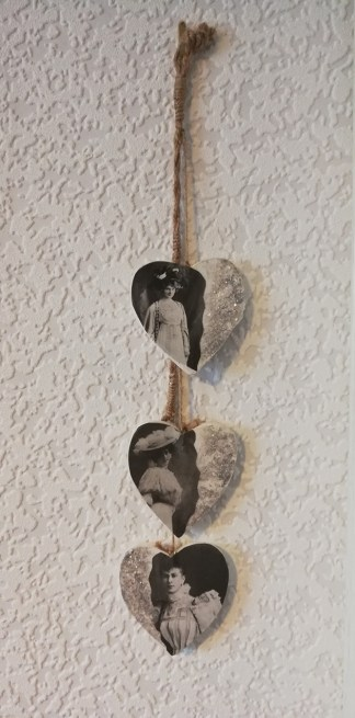 Victorian lady drop hearts wall plaque 2