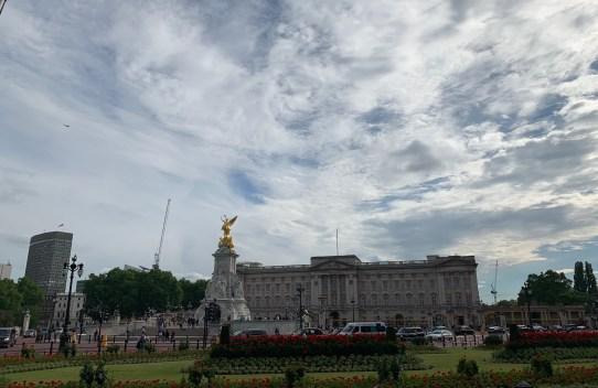 Buckingham palace on the london legal walk