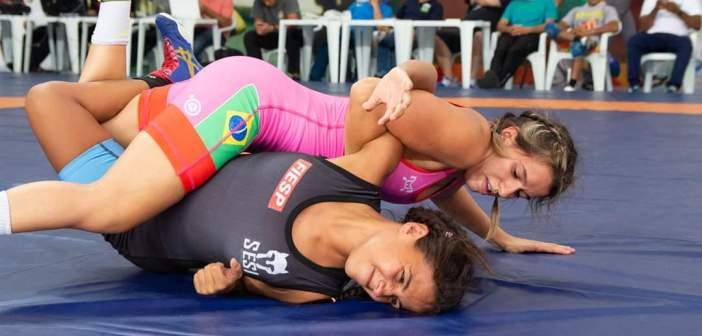 Giullia Penalber embarca para a disputa do Pan-Americano de Wrestling