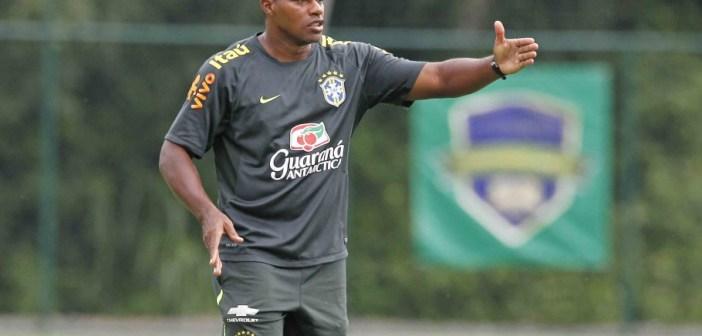 Técnico do Brasil no último Mundial Feminino Sub-17 elogia estreia da equipe principal na Copa e crê em evolução durante torneio