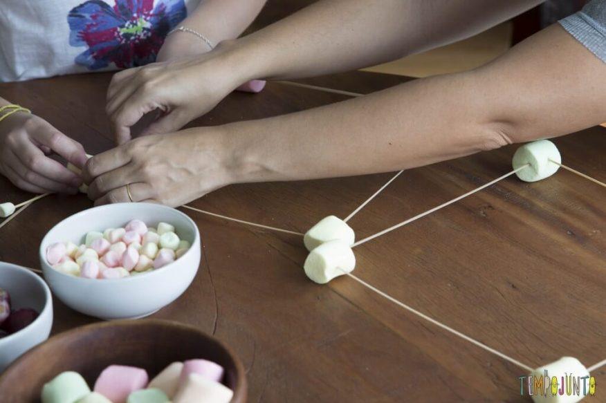 Esculturas de Marshmallow e palito de dente - montando escultura de marshmallow