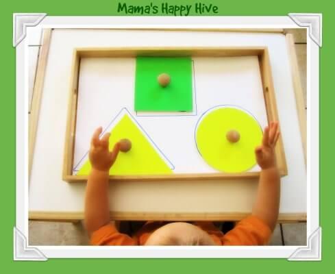 Brincadeiras do método Montessori para fazer com seu bebê - formas no quadro