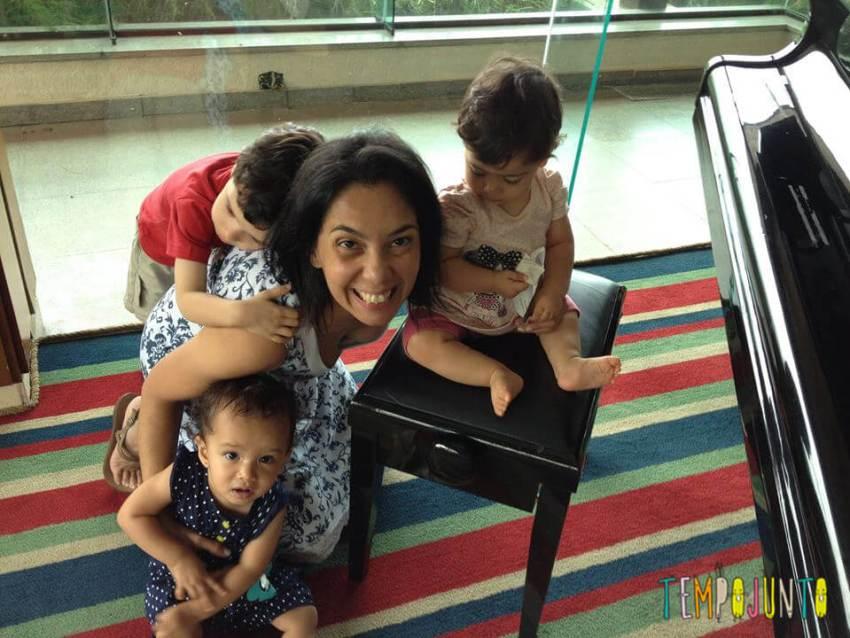 Patricia Carmago e as crianças