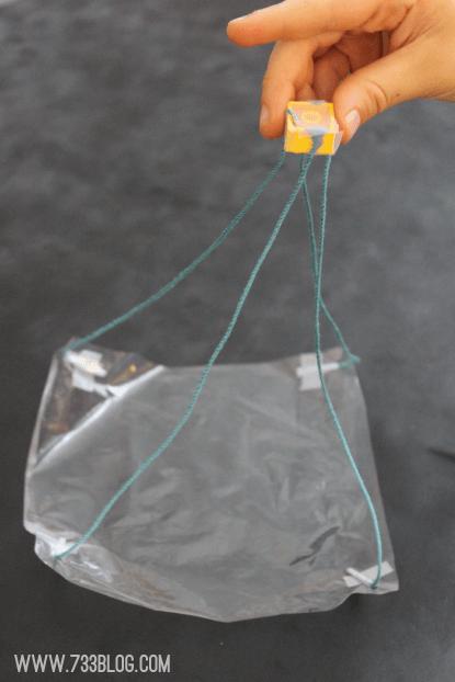 5 brincadeiras incríveis de voar para fazer com as crianças - paraquedas de lego