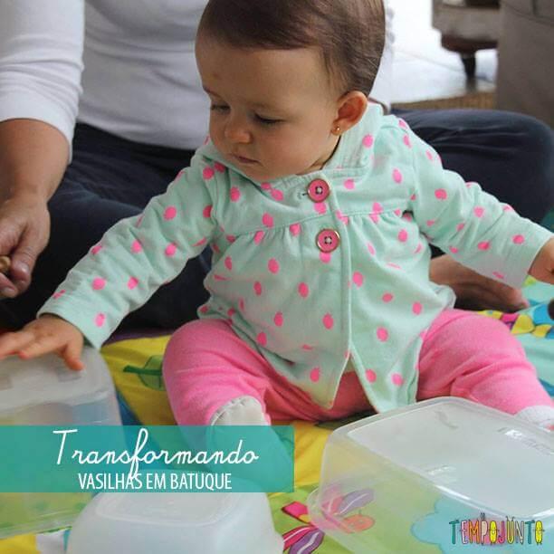 Brincadeira para bebês com potes da cozinha