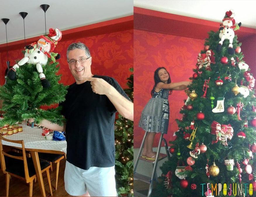 É sempre o papai quem coloca o boneco de neve no topo.