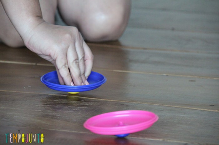 brinquedos do bebê de um jeito diferente - panelinhas girando