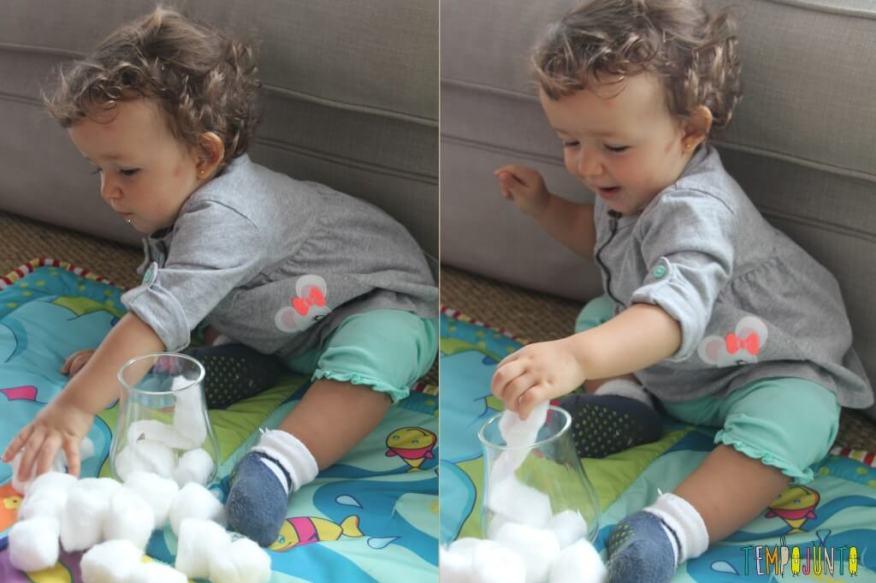 Brincadeira simples para bebês - Gabi botando algodão no pote