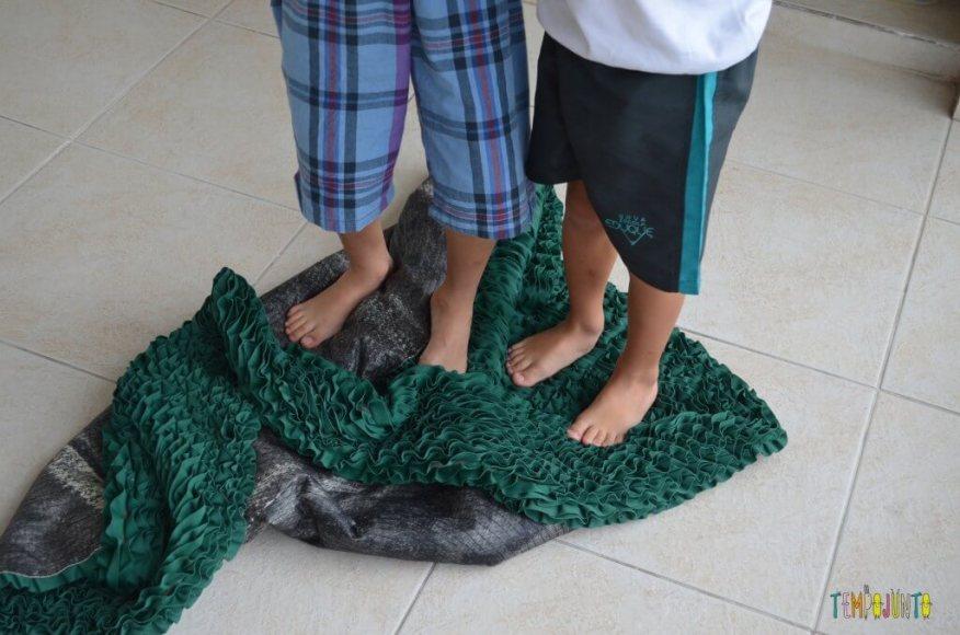4 desafios que ajudam no desenvolvimento das crianças mais velhas - tapete