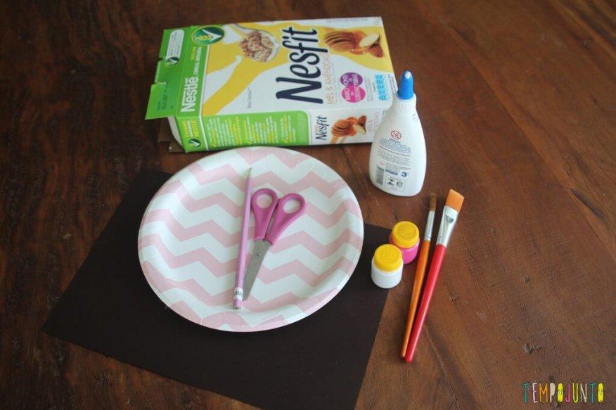 Como fazer em casa uma máscara de coelho - material