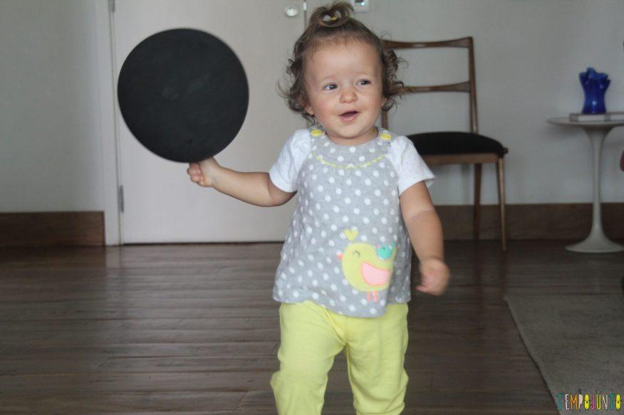 Brincadeiras para reunir bebês e crianças grandes - bola