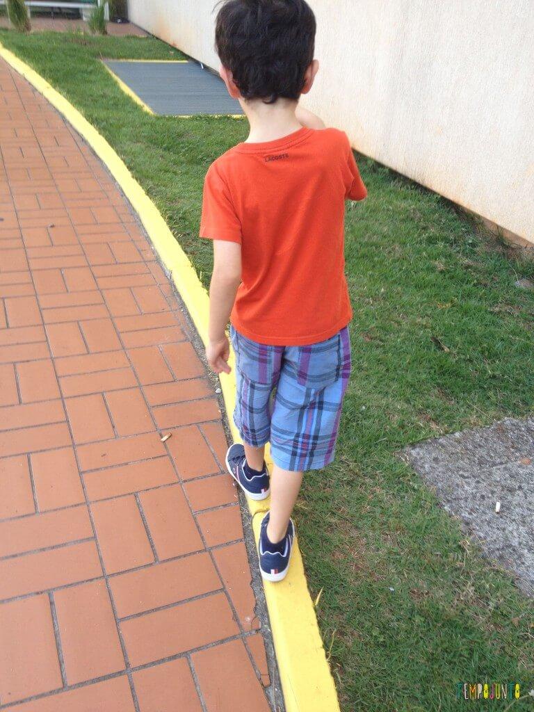 11 Brincadeiras para estimular o sexto e sétimo sentidos das crianças - equilibrio