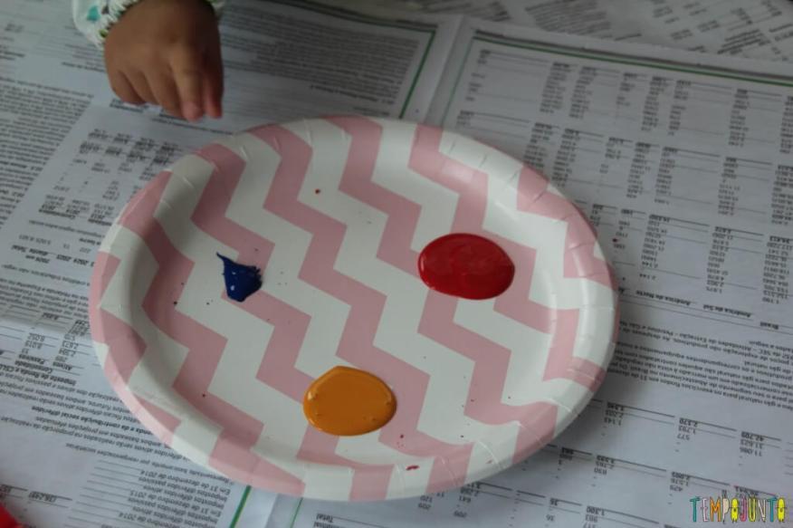 Brincadeira com pincel e tinta para bebês - material
