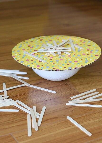 10 brinquedos para você fazer sem gastar dinheiro - Derrube os palitos