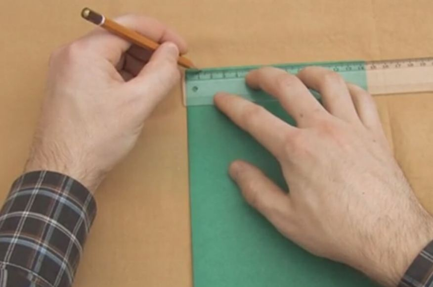 Brincadeira com pipa, pandorgas e bicudas - marcando papel sulfite