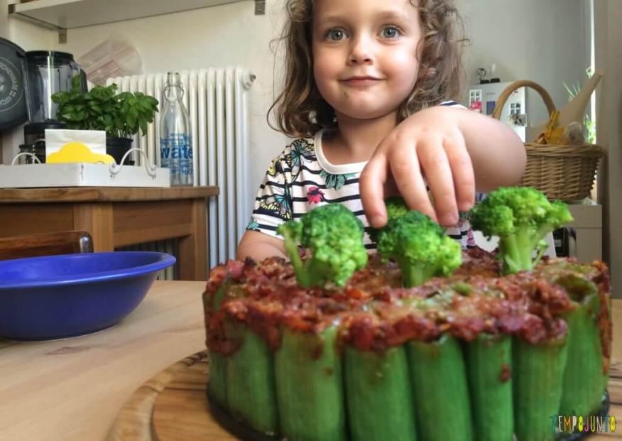 Brincando na cozinha - como criar uma Floresta Encantada dos Nutrientes com as crianças - plantando a arvore