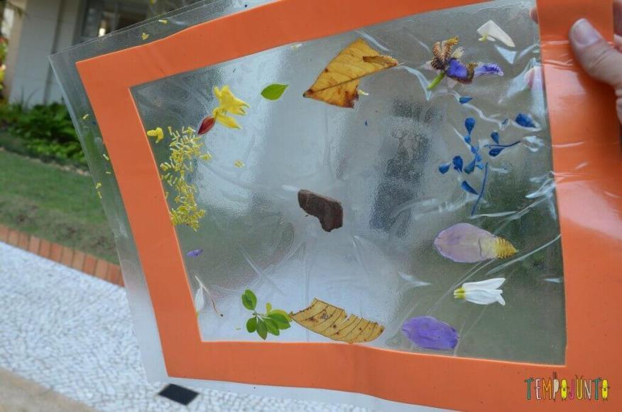 8 brincadeiras de artes ao ar livre - quadro de petalas pronto