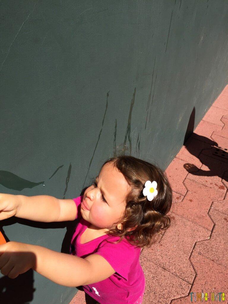 Arte sem sujeira com bebês - gabi lingua de fora