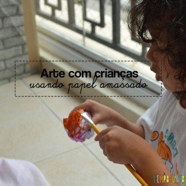 Brincar de arte com crianças: pintura no papel amassado