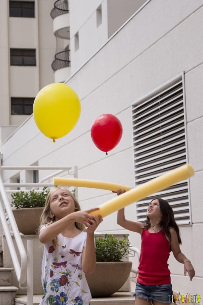 Conheça o livro Tempojunto – 100 brincadeiras incríveis para fazer com os filhos em qualquer lugar - bexiga e macarrao