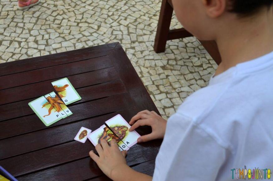 brincar com seu filho para aprender novas palavras - henrique brincando 1