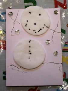20 cartões de natal criativos para fazer com os filhos - boneco de neve de bolas de algodão